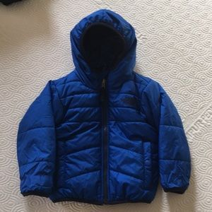 Blue/Aztec reversible 2T The North Face jacket